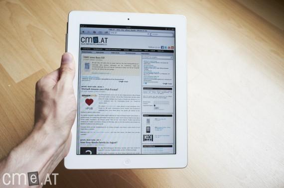 Das iPad 2 lässt sich gut fassen, nach längerem Halten macht sich das Gewicht jedoch bemerkbar